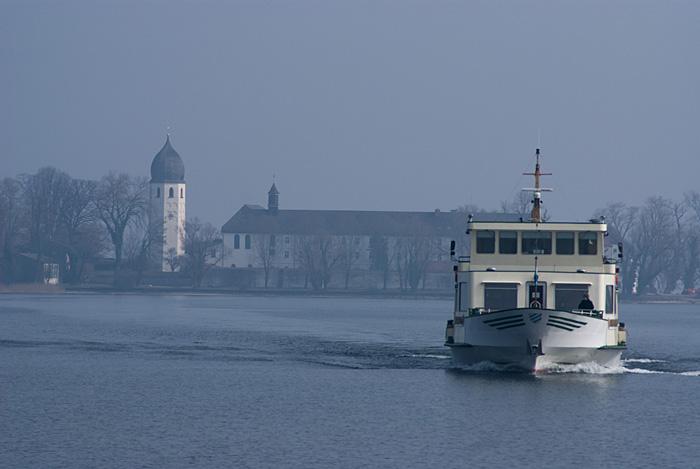 Fraueninsel und Schiff