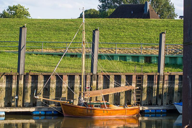 Segelboot bei Ebbe