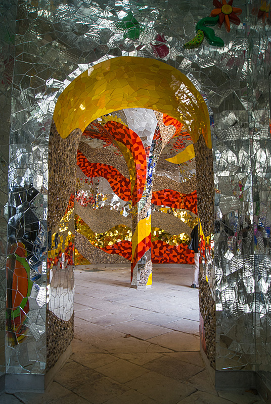 Niki de Saint Phalle Grotte 02